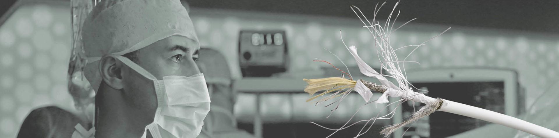 Abisoliertes Kabel weiß Medizin
